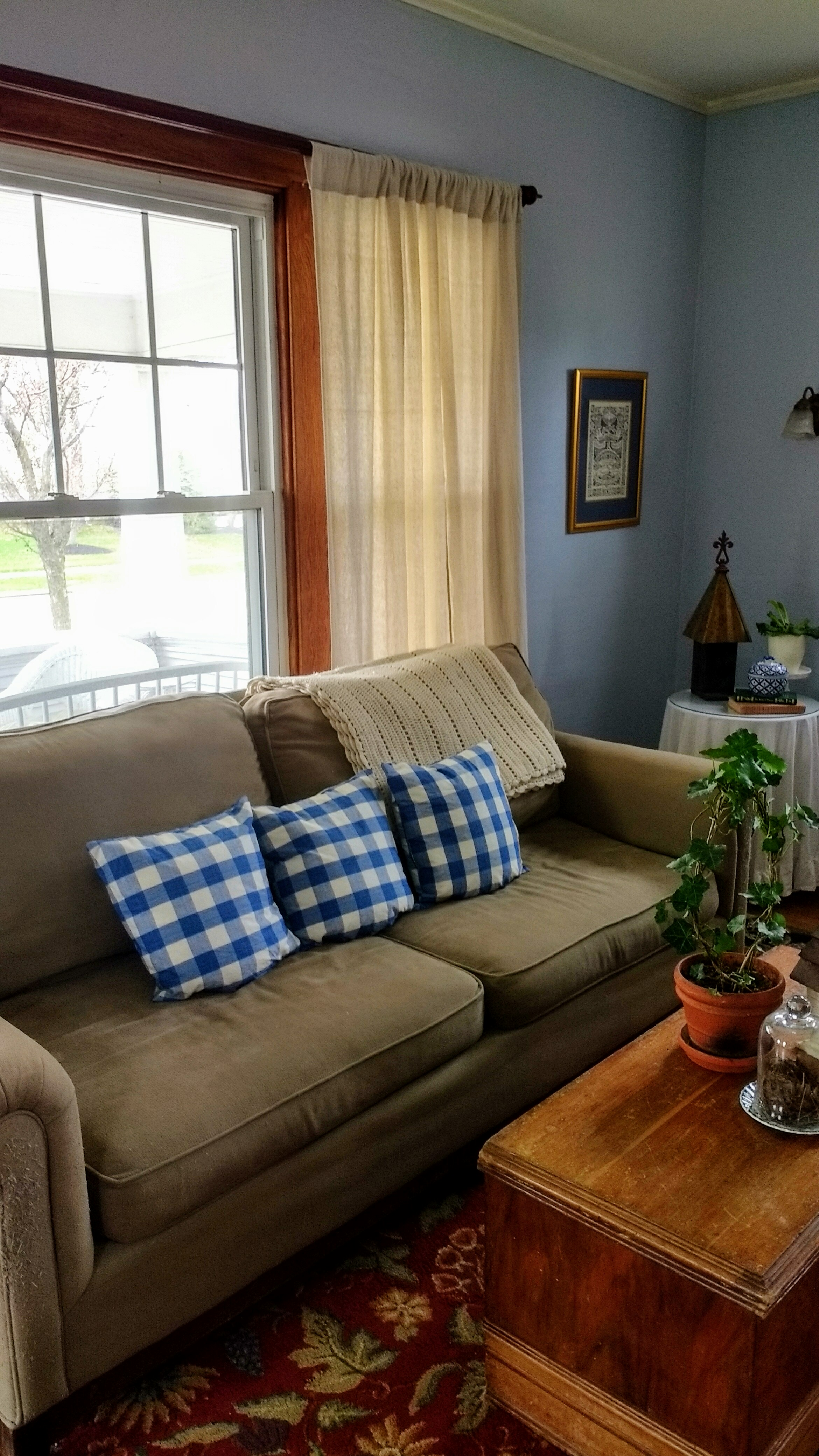 Organized Living Room: Organize Your Living Room The Frugal Way